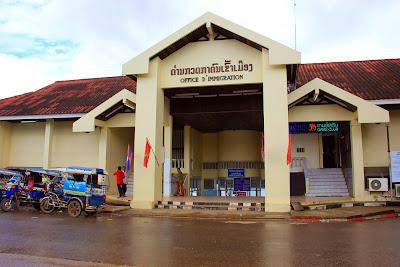 Fähre auf dem Mekong-Fluss Savannakhet