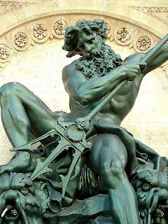 فيسبوك يحذف صورة تمثال لإنه عار
