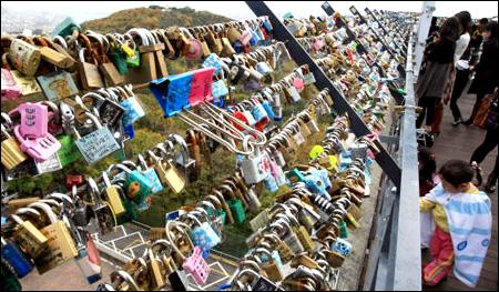 Gembok Cinta di Gunung Namsan, Korea Selatan