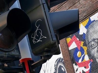 Tags, graffitis, art urbain, Idiot et Viviane Teitelbaum Ixelles