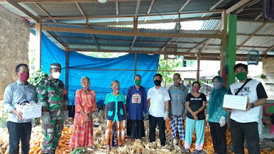 Beri Rasa Aman Pada Warganya, Pemerintah Desa Sanreseng Ade Bagikan Ribuan Masker