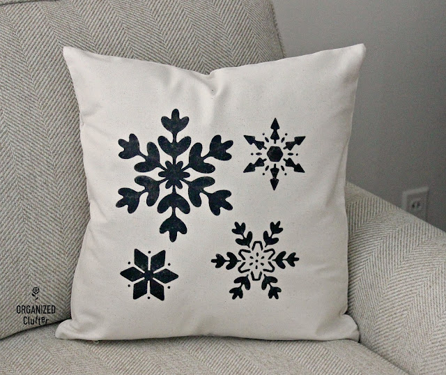 DIY Stenciled Christmas Pillow Covers #hobbylobby #Christmas #farmhouse #canvaspillow #stencil
