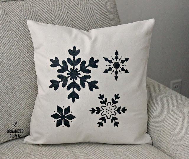 DIY Stenciled Christmas Pillow Covers #hobbylobby #Christmas #farmhouse #canvaspillow #stencil
