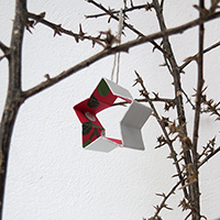http://www.ohohdeco.com/2014/12/recycled-christmas-ornament.html