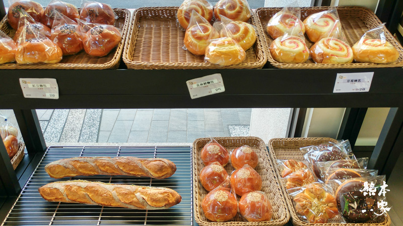 桃鶯路祥儀機器人夢工廠周邊美食|58號烘焙~絕妙拔絲奶黃菠蘿麵包