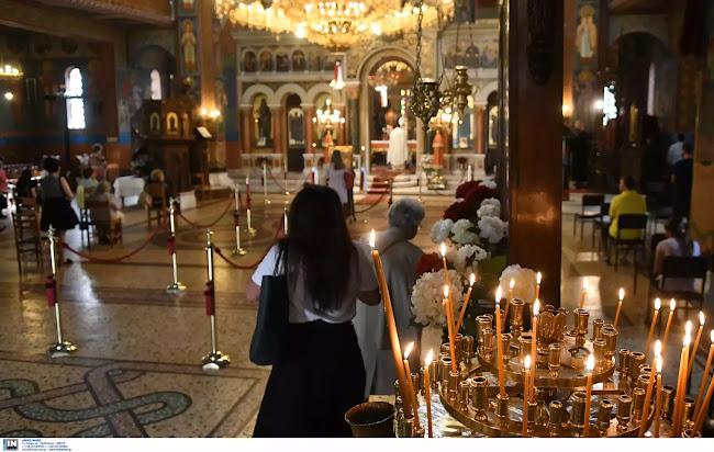 Οι «λοιμωξιολόγοι» απαιτούν «λουκέτο» στις εκκλησίες: «Δεν θα κάνουμε παραχωρήσεις - Να μην ανοίξουν τα μαγαζιά»