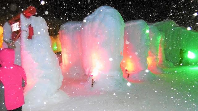 北海道 層雲峡氷爆まつりの氷爆神社を横から見た