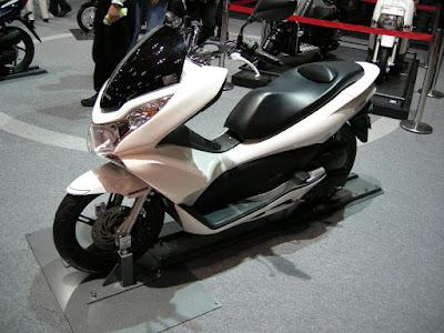 Harga Review dan Spesifikasi Honda PCX 150 Lokal