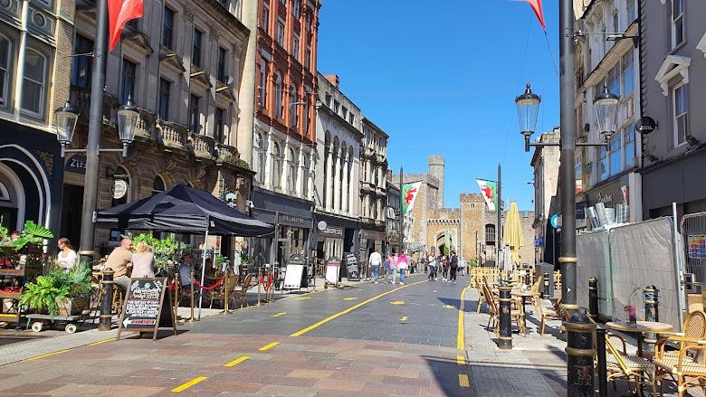 城堡前的主要街道