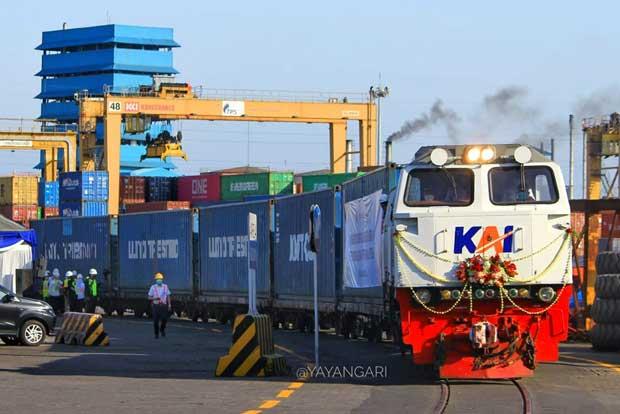 KAI Buka Jalur Petikemas Pelabuhan Tanjung Perak Surabaya