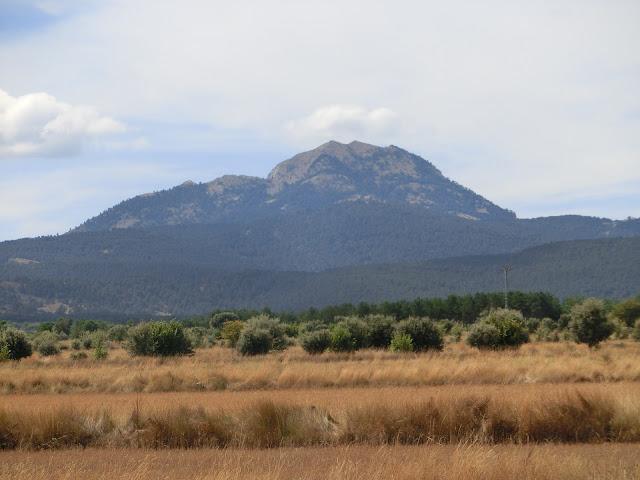 pico penyagolosa visto por la cara norte, desde la llanura zona alforí