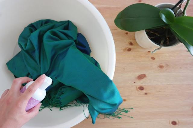 İpek Eşarp Temizliği Nasıl Olmalı?