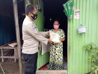 Peduli Warga Ditengah Pandemi, Bhabinkamtibmas Camba Berua Salurkan Sembako