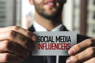 seorang social media influencer