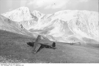 The Germans landed gliders on the mountainside in order to take troops to the scene of the rescue