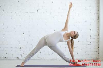 Động tác Extended Triangle Pose cho bà bầu
