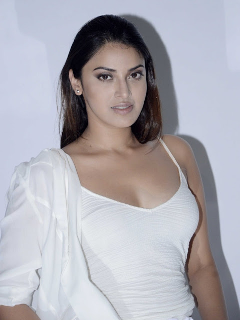 Anushka Ranjan bollywood hot actress images