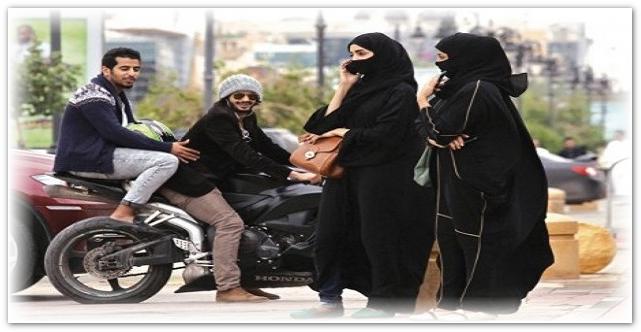 """""""شاهد"""" ماذا فعل مُتحرش سعودي قذر بفتيات في شارع عام وأصدقاؤه يضحكون!"""