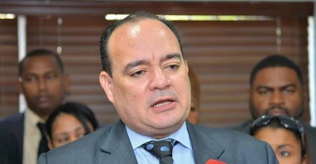 Presidente del Colegio de Abogados renuncia al PLD por maltrato y persecución