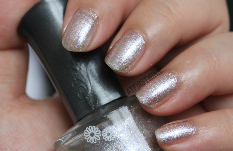 Sasatinnie Q28 silver foil pink purple shimmers review close up