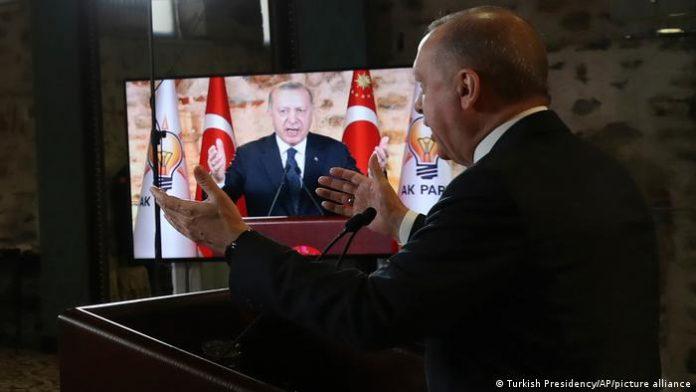 Ο Ερντογάν γίνεται όλο και πιο αδίστακτος για να σωθεί;