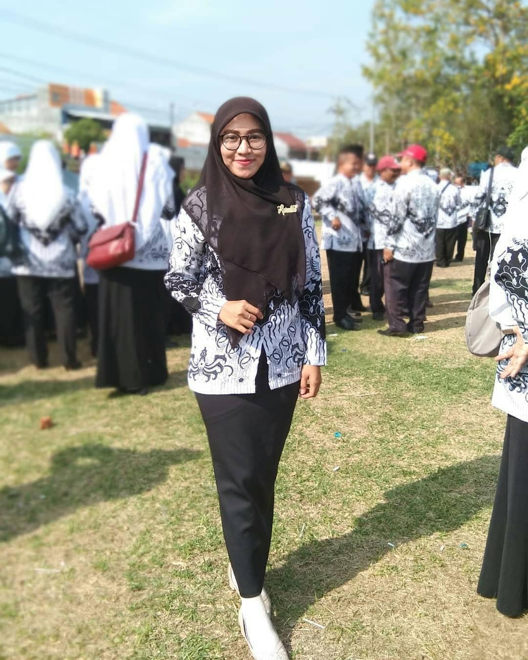 Model Batik Guru