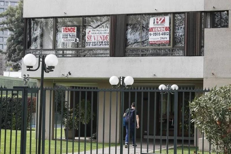 Profesionales de distintas áreas se reinventan como corredores de propiedades
