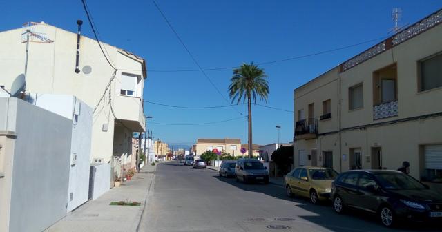 Els Muntells: carrer principal.