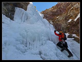Escalando en hielo en Chisagües