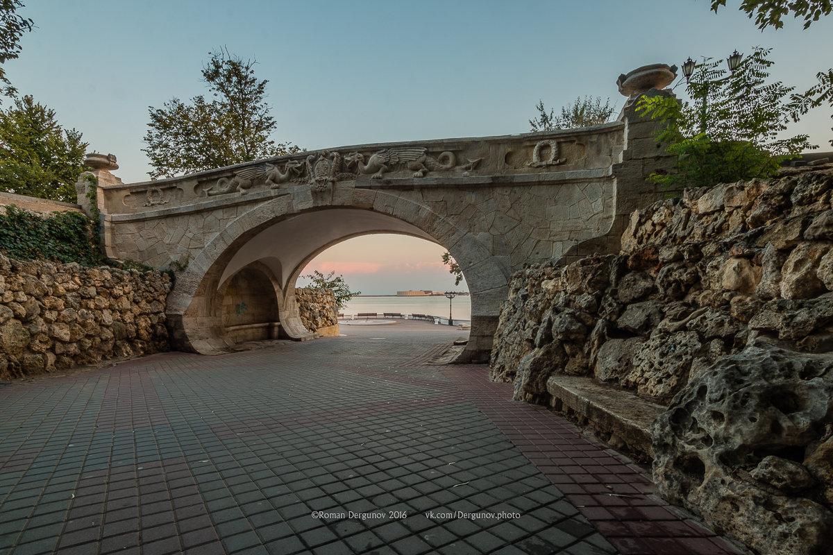Драконний мостик в Севастополе