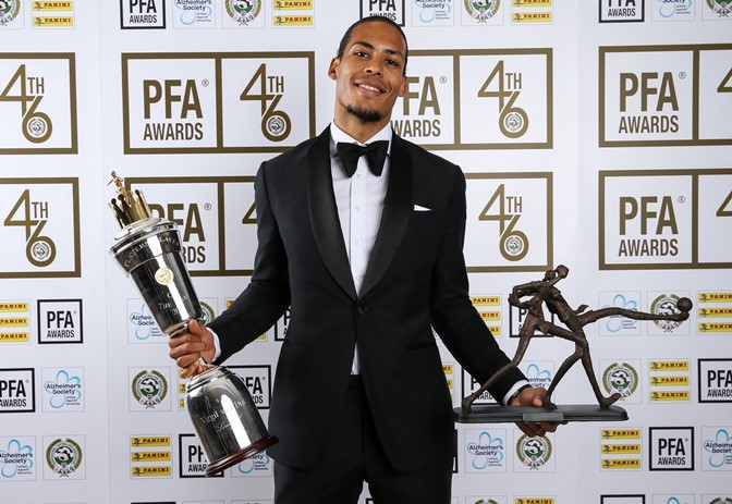 Virgil-van-Dijk-with-PFA-award