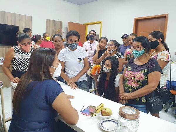 Prefeita de Anapurus-MA, Vanderly Monteles mantém atendimento à população em seu gabinete