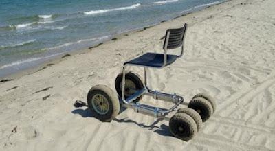 Αστυνομικός κατασκεύασε αμαξίδιο παραλίας για ΑμεΑ