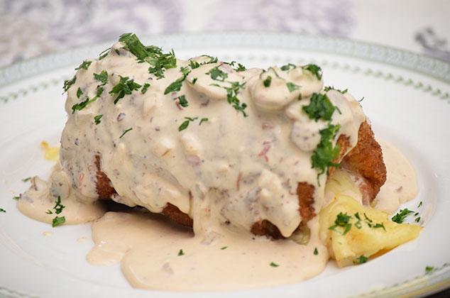 Receta de Pollo Cordon Bleu en Salsa de Champiñones