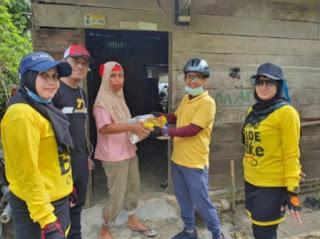 Sambil Gowes Bareng, Keluarga Besar BPPRD Batu Bara Berbagi Sembako