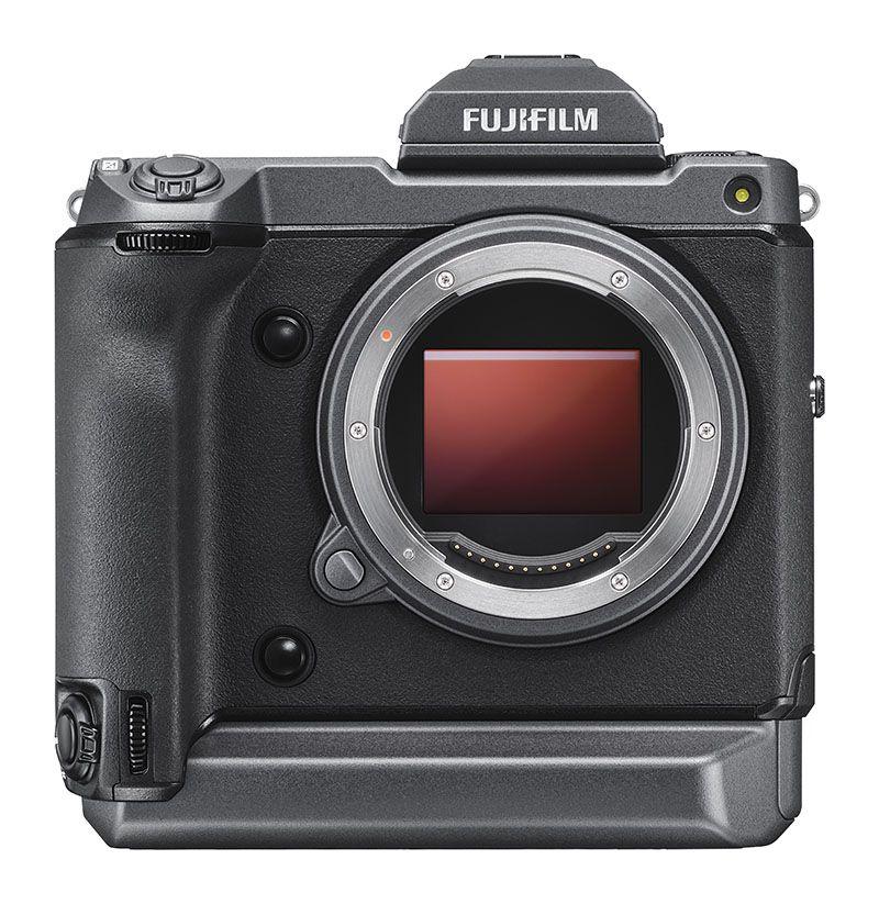 Fujifilm GFX 100, вид спереди