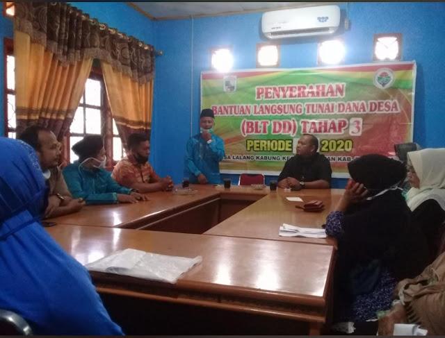 Pemerintah Desa Lalang Kabung Salurkan BLT Tahap III Akibat Pandemik Covid-19
