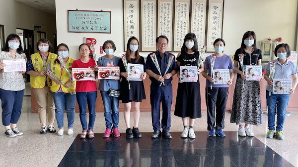 田中分局警察慶祝母親節 鄭頴聰感謝為人母女警付出