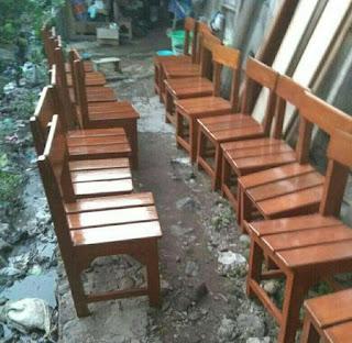 Kursi sekolah kayu