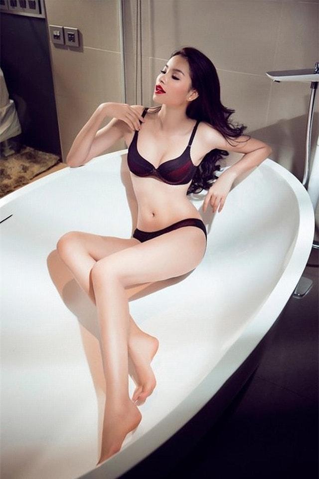 Cách tạo dáng tinh tế trong bồn tắm của các người đẹp Việt - Ảnh 3