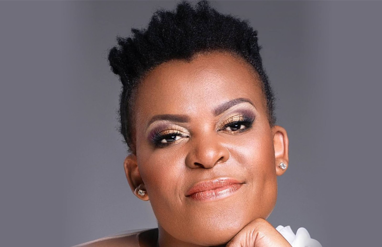 "Zodwa Wabantu Shows Off Her Giant ""Mamlambo"" Snake"
