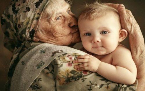 Нет в мире ничего совершеннее, чем любовь бабушки к ее внукам!