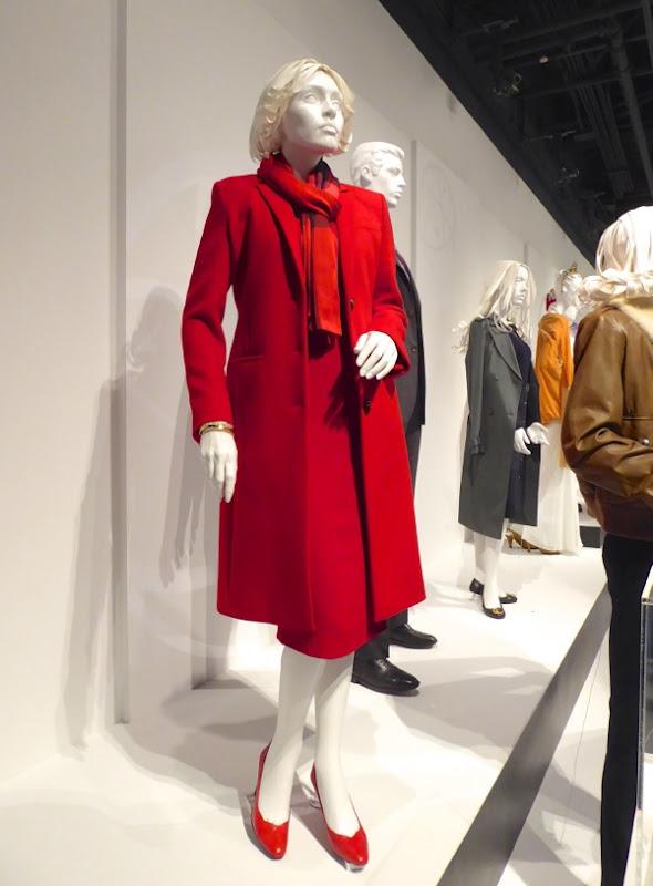 Julia Louis Dreyfus Veep season 5 red outfit