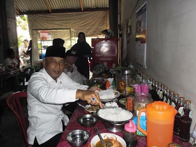 Makan di Warung Pinggiran, Cara H. Iskandar dengar Keluhan Warga