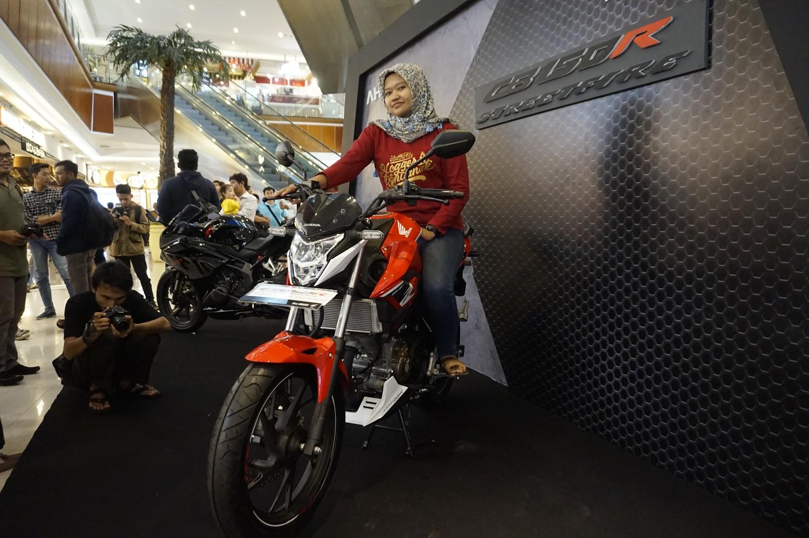 Dare Pontianak All New Cb 150r Streetfire Raptor Black Jakarta Semakin Keren Dengan Honda Cb150r Street Fire