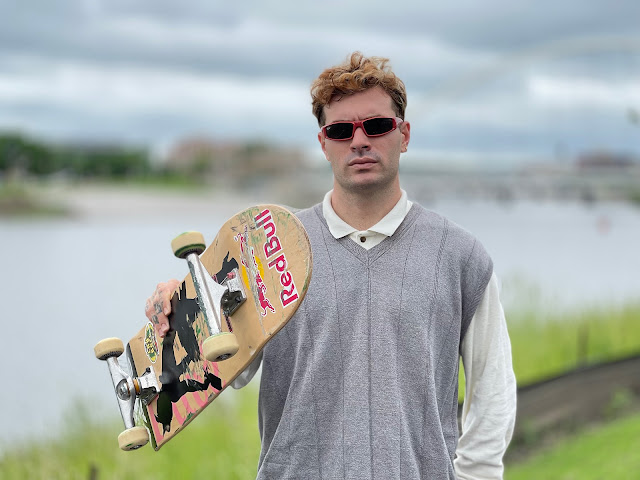 Candidato a medalha nos Jogos Olímpicos, Pedro Barros segura skate