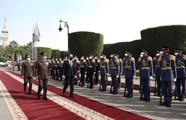 Σε εξαιρετικό κλίμα η υποδοχή του Έλληνα ΥΕΘΑ στην Αίγυπτο (10 ΦΩΤΟ-ΒΙΝΤΕΟ)