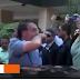 Em Brasília, Bolsonaro esfrega o nariz e cumprimenta idosa