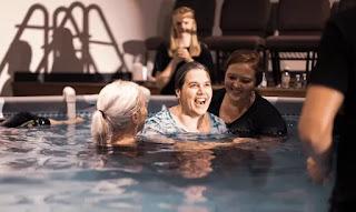 Igreja batizou mais de 8 mil pessoas em um ano e meio