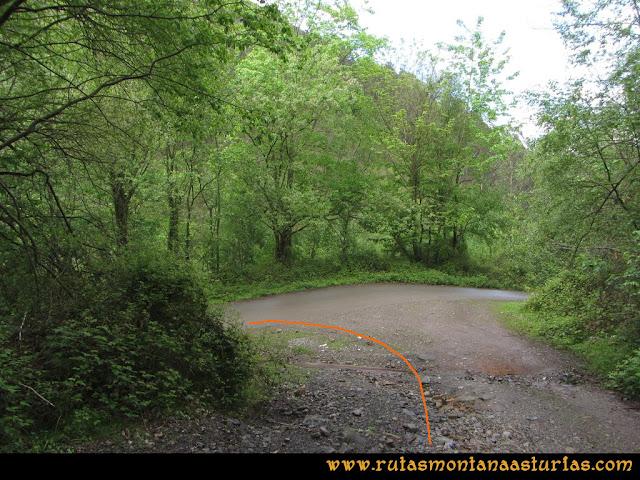 Ruta Ablaña Llosorio:  Cruce con carretera por debajo de Conforcos